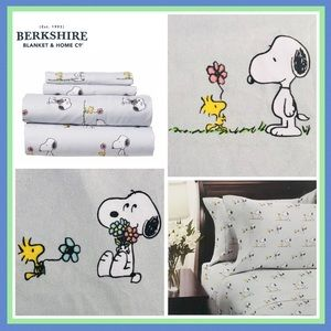 Berkshire Snoopy Coming Up Daisies Queen Sheet Set